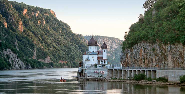Contrasts of the Danube