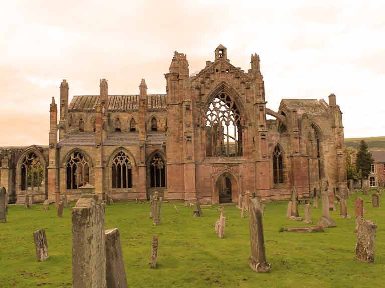 Melrose Abbey © David Falconer / Shutterstock.com
