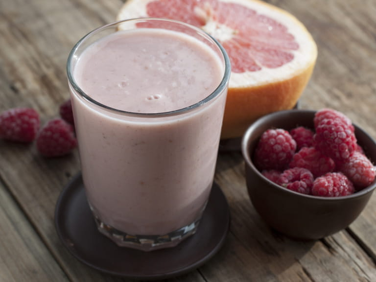 Cold busting grapefruit and berry smoothie