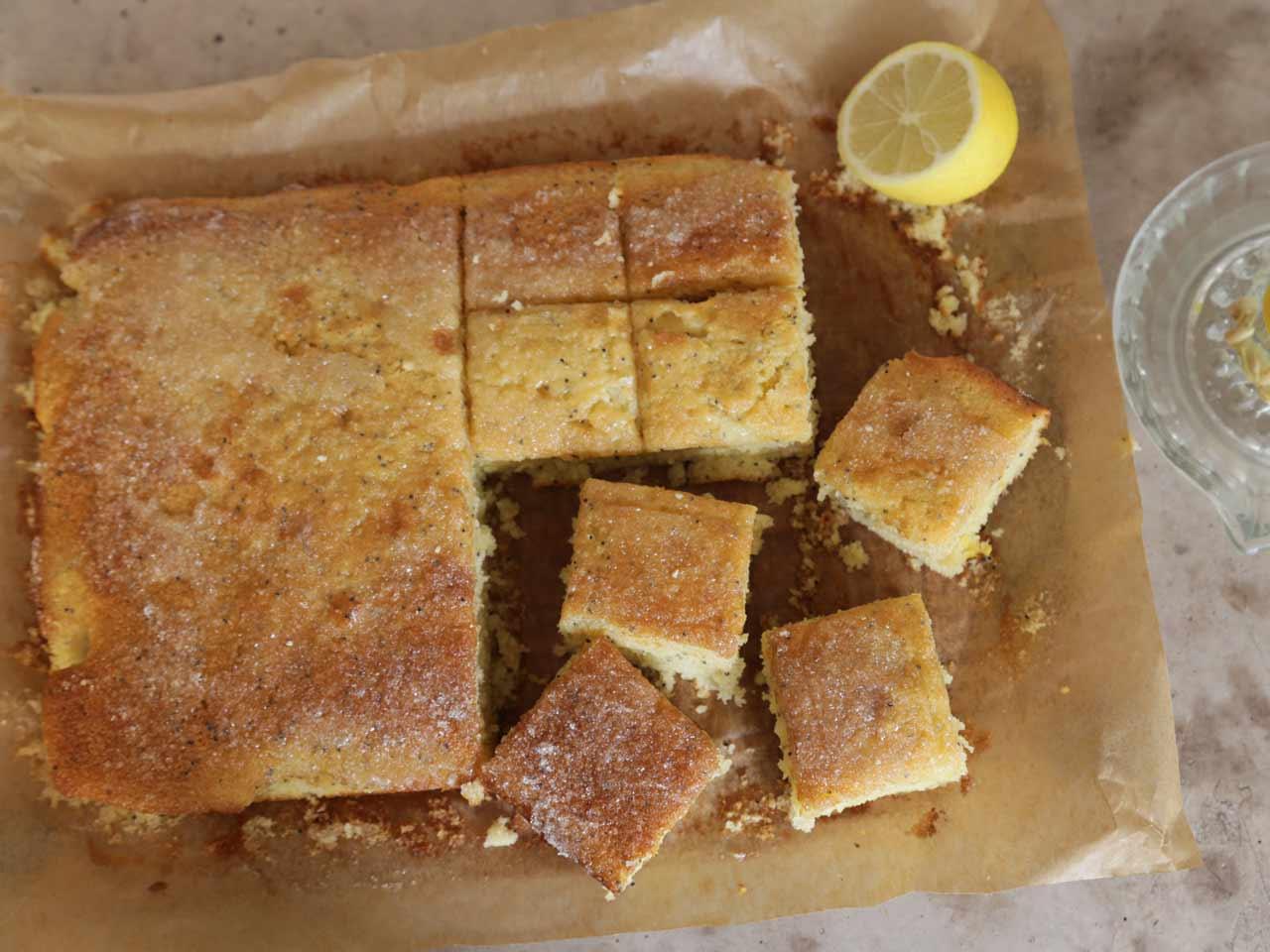 Lemon drizzle traybake - Saga