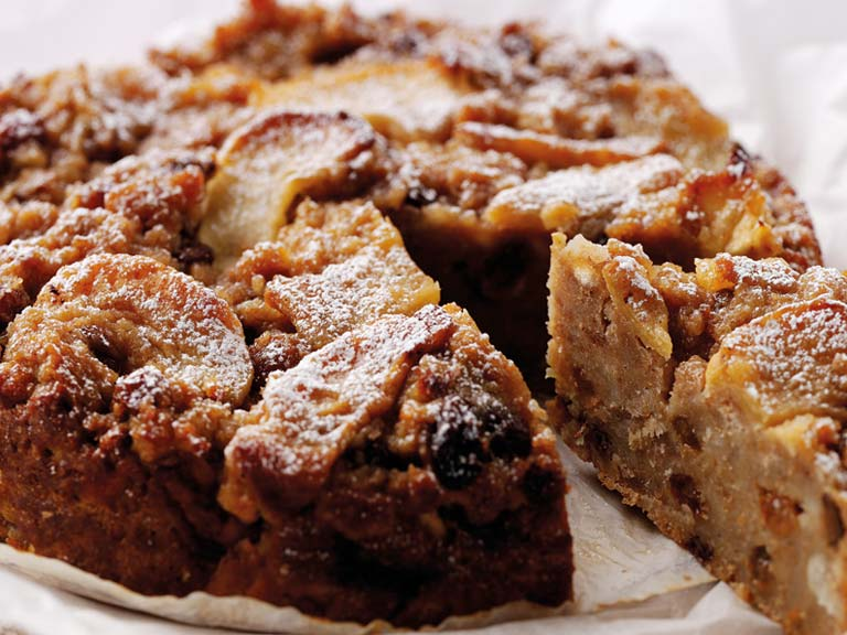 Bramley apple and cider pudding cake