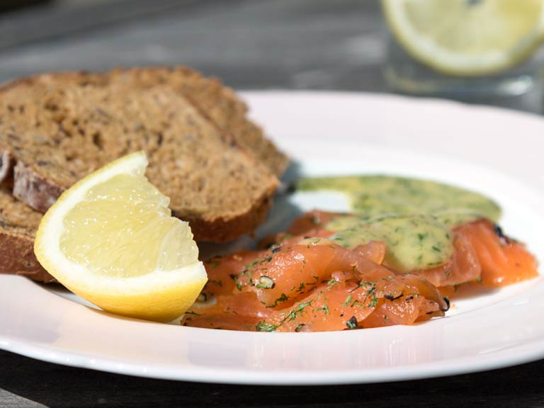 Gin-cured salmon with gravlaxsås