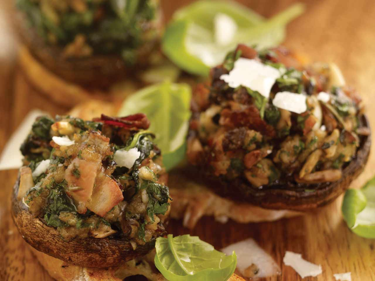 Field mushrooms stuffed with bacon and spinach - Saga