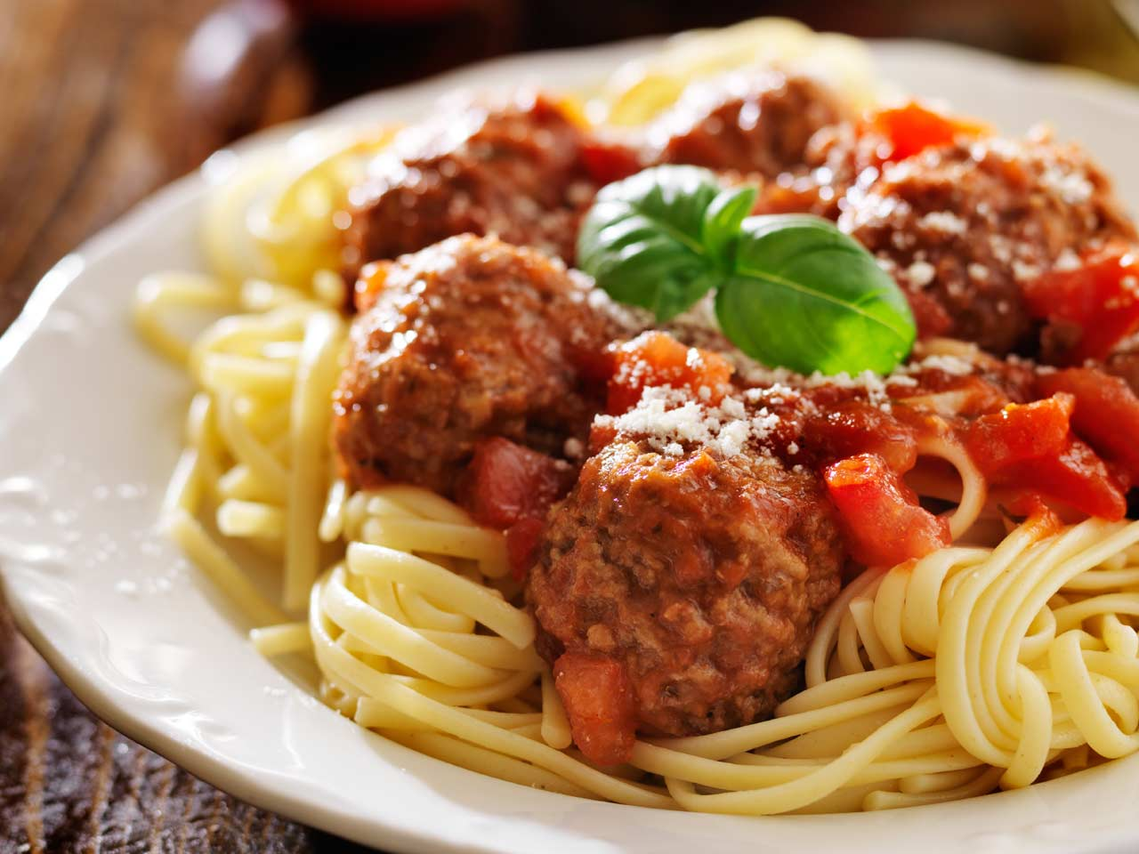 Italian spiced meatballs with tomato sauce recipe - Saga