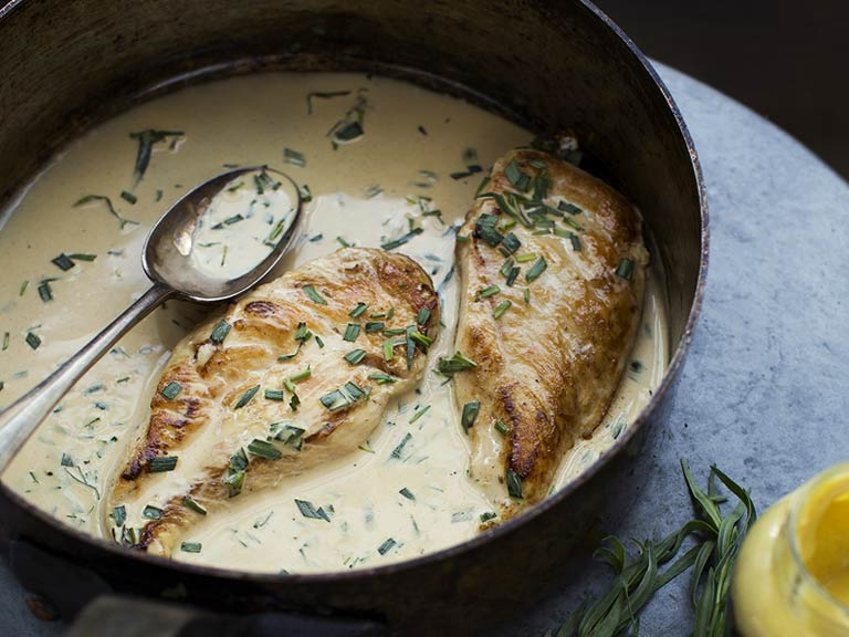 Sautéed chicken breasts with tarragon and mustard sauce