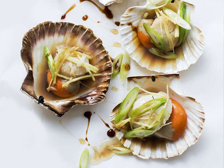 Scallops with soy, ginger and spring onions