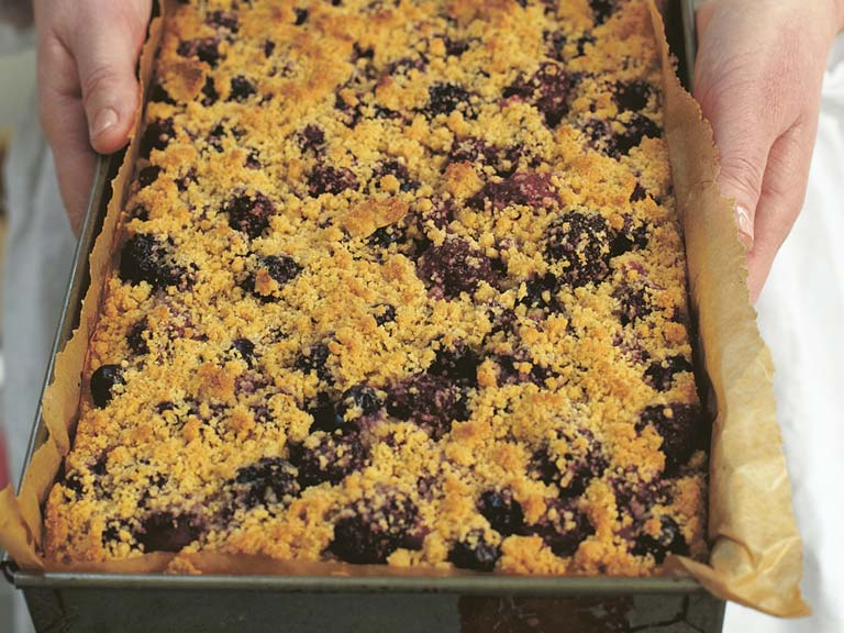 Buttery vanilla and berry crunch bars