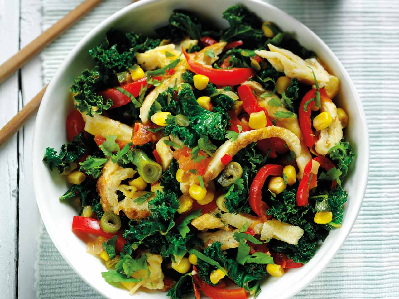 Asian chopped omelette with kale and peppers