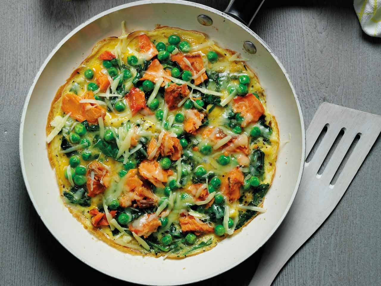 Spinach omelette with salmon