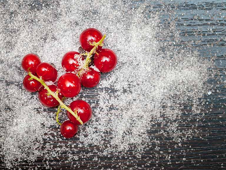 Redcurrants with sugar