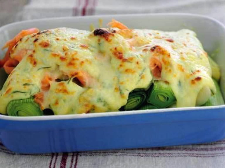 Baked leeks with smoked salmon