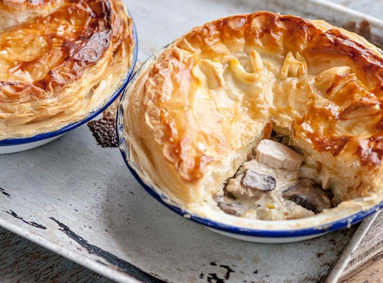 Chicken, leek and mushroom plate pie