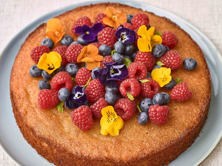 Lisa Faulkner's coconut and polenta cake