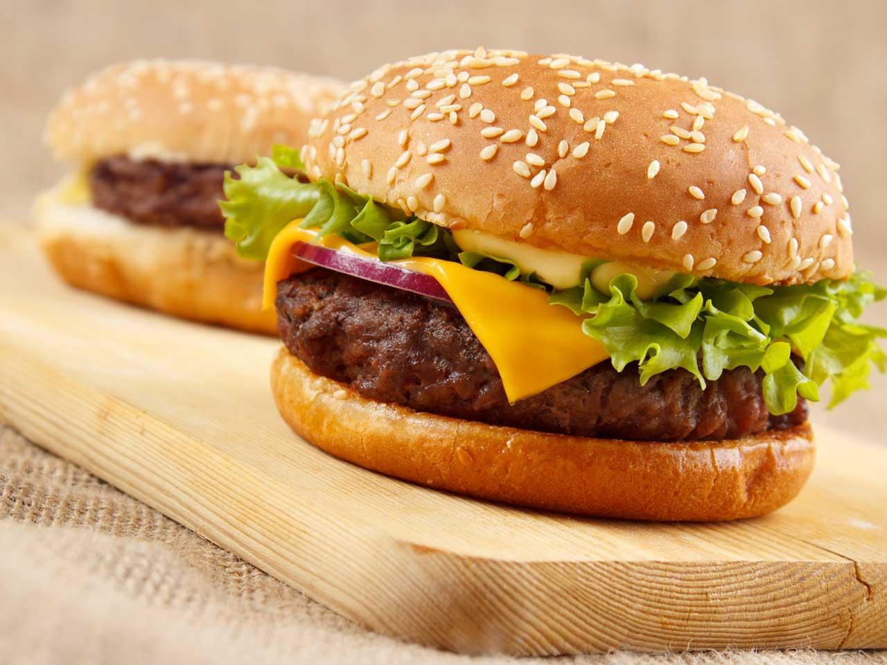 How to make a classic American burger - Saga