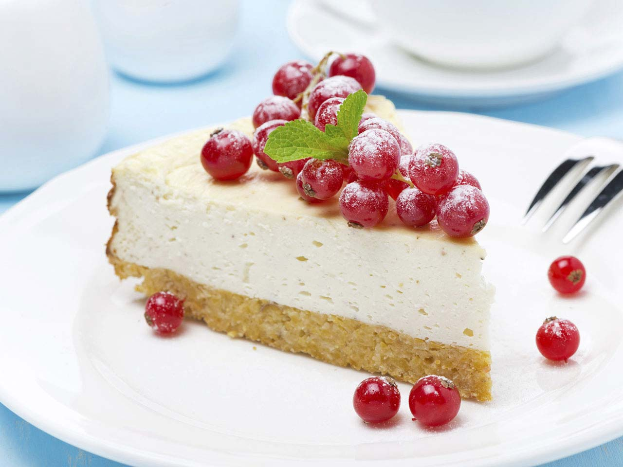 Redcurrant cheesecake on a plate