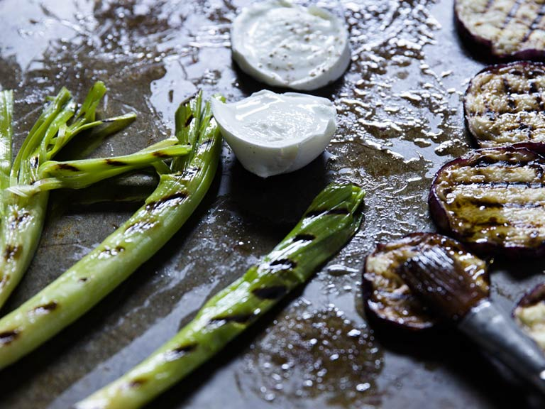 Grilled aubergine with green beans and leeks