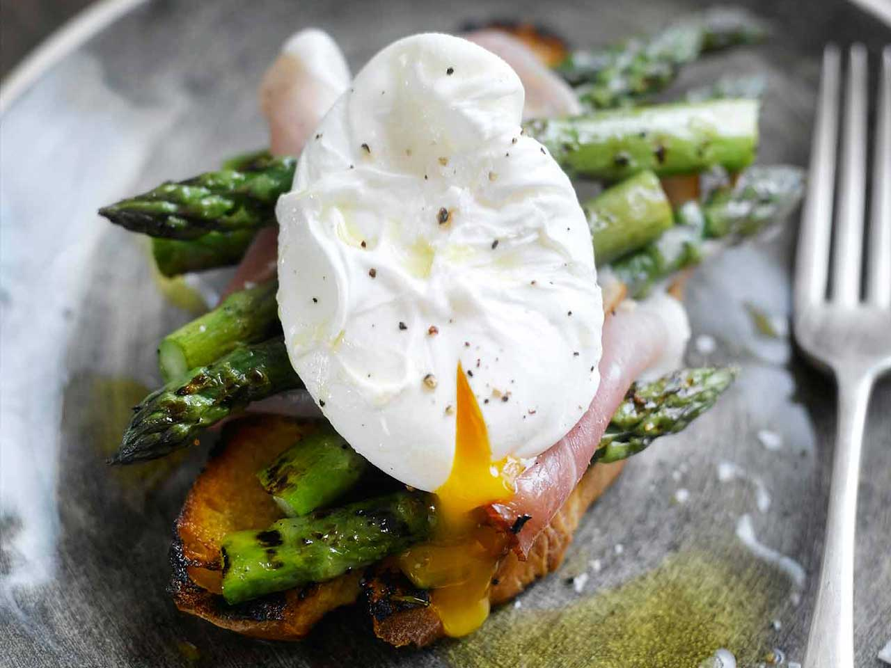 Toasted sourdough with grilled asparagus, Serrano ham and poached eggs