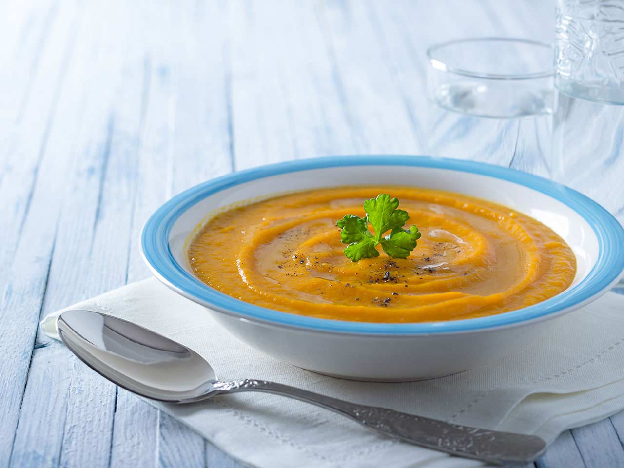 /contentlibrary/saga/publishing/verticals/food/recipes/soup/spicy-carrot-soup-recipe.jpg