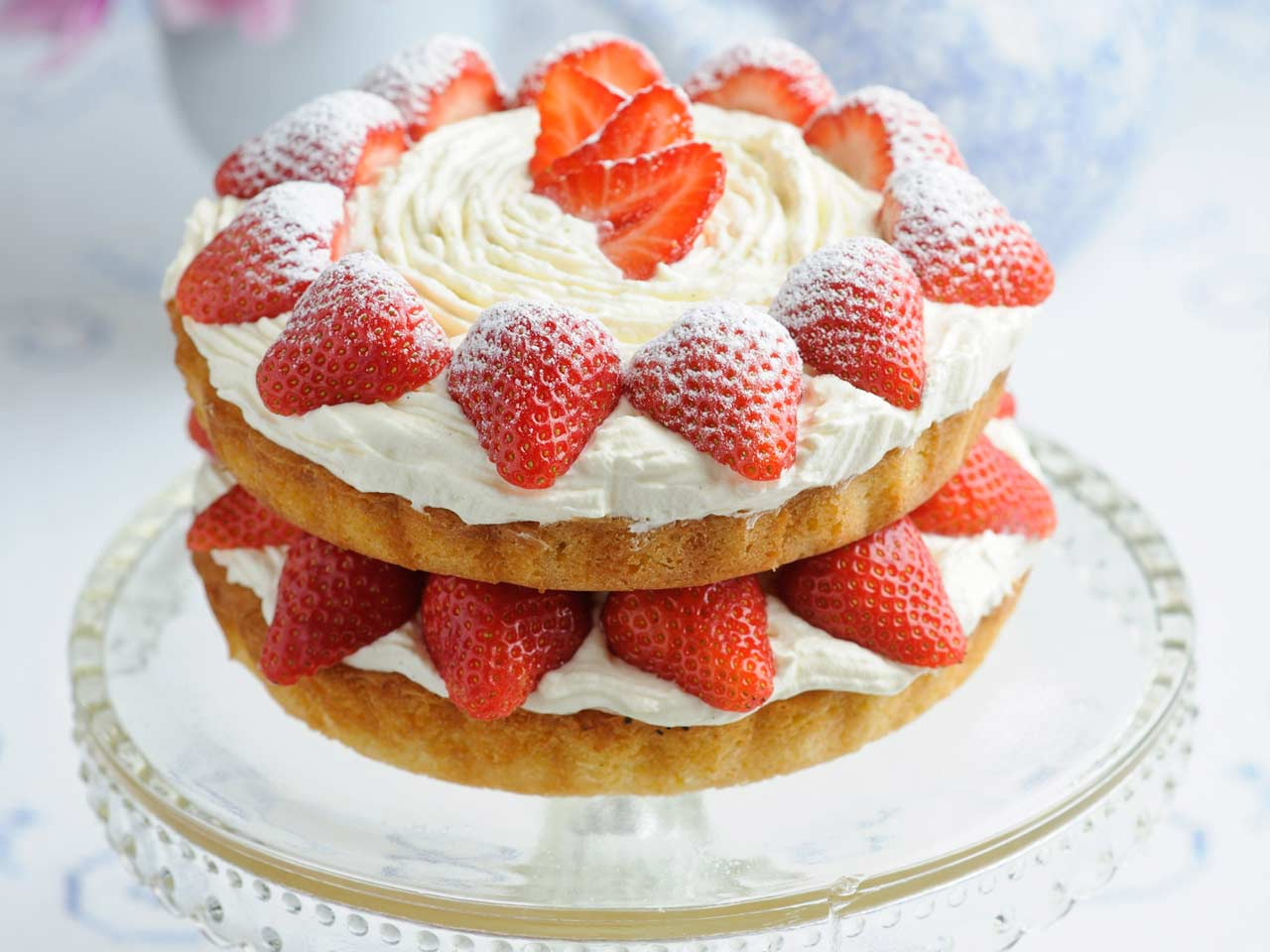 Victoria sponge with fresh strawberries and cream