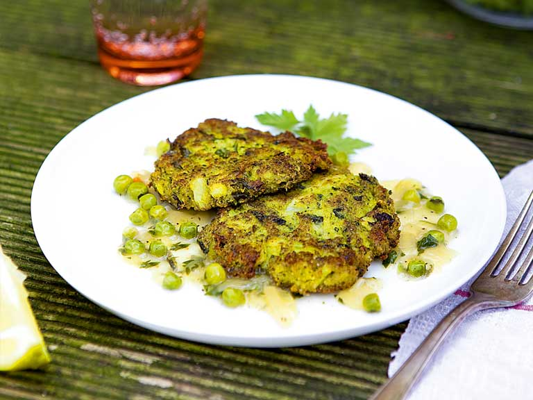 Broccoli cakes in salsa verde