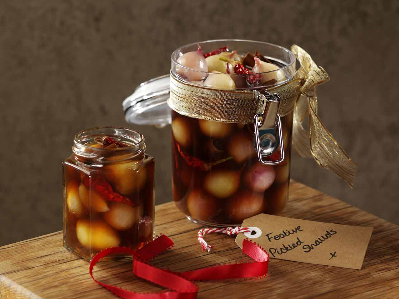Spiced pickled shallots