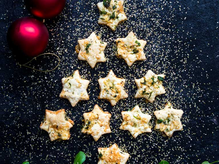 Cheesy watercress puff pastry stars