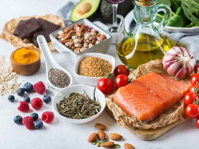 An anti-inflammatory diet includes foods such as salmon, vegetables and turmeric.