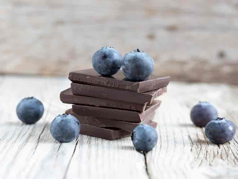 Foods such as dark chocolate and blueberries are rich in antioxidants.
