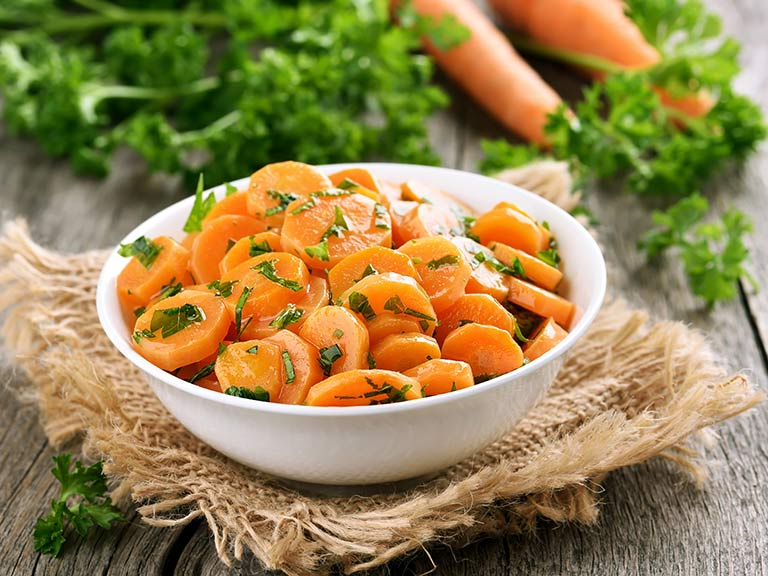 Cooked and raw carrots
