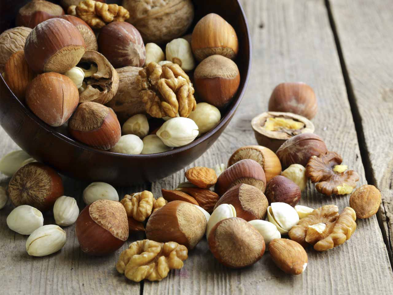 10 reasons to eat more nuts