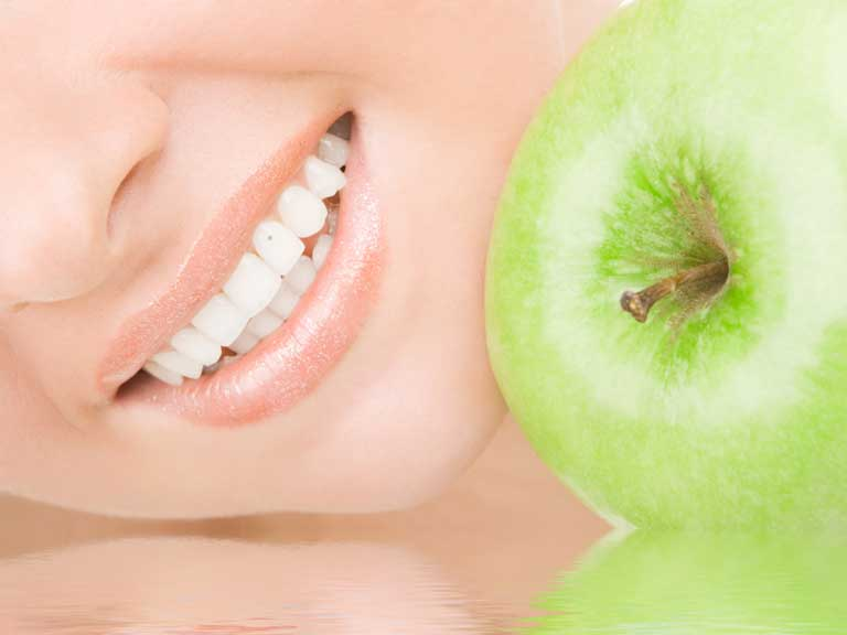 Healthy teeth and an apple