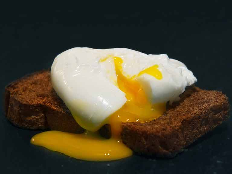 Poached egg with wholemeal toast