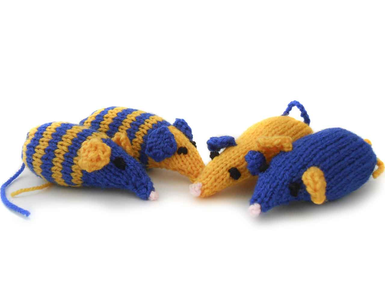 Knitted catnip mice - Saga