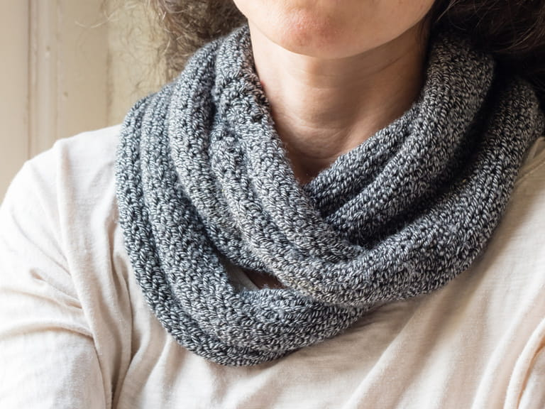Knitted Snood Pattern Free : How to knit a snood - Saga