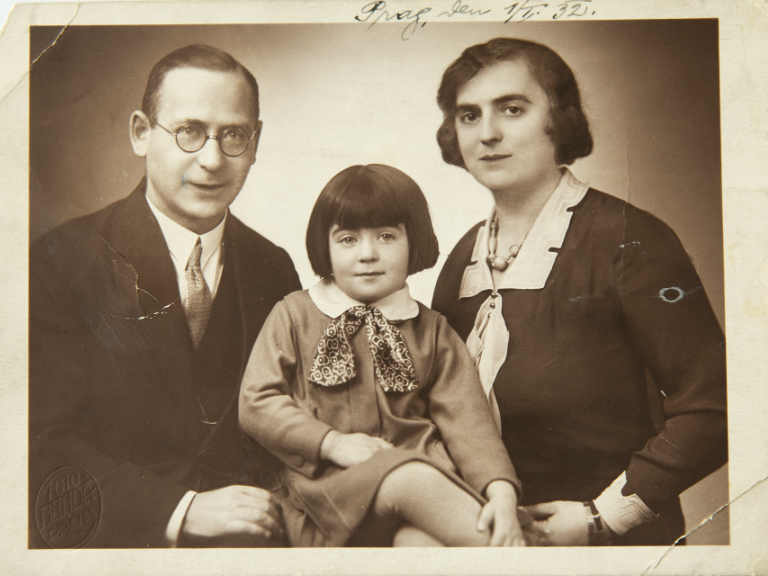 Bronia with her parents in 1932