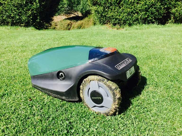Robowmow lawnmower