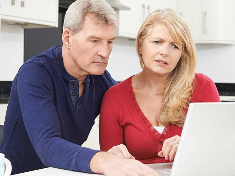 An older couple realise they have been duped by rental fraud
