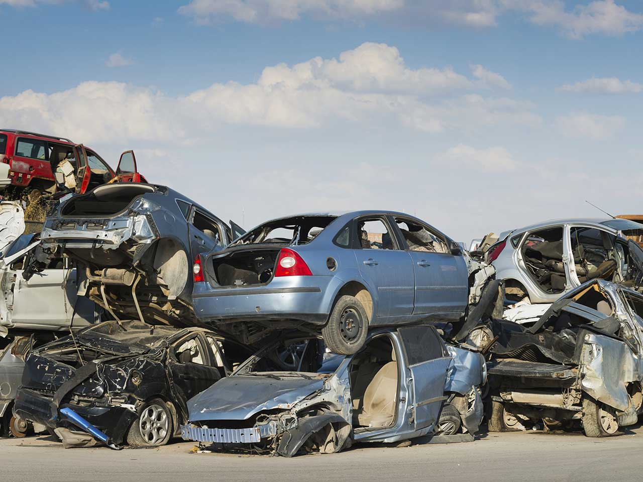 Scrapping my car: an image of scrapped cars to illustrate this guide of how to scrap a car