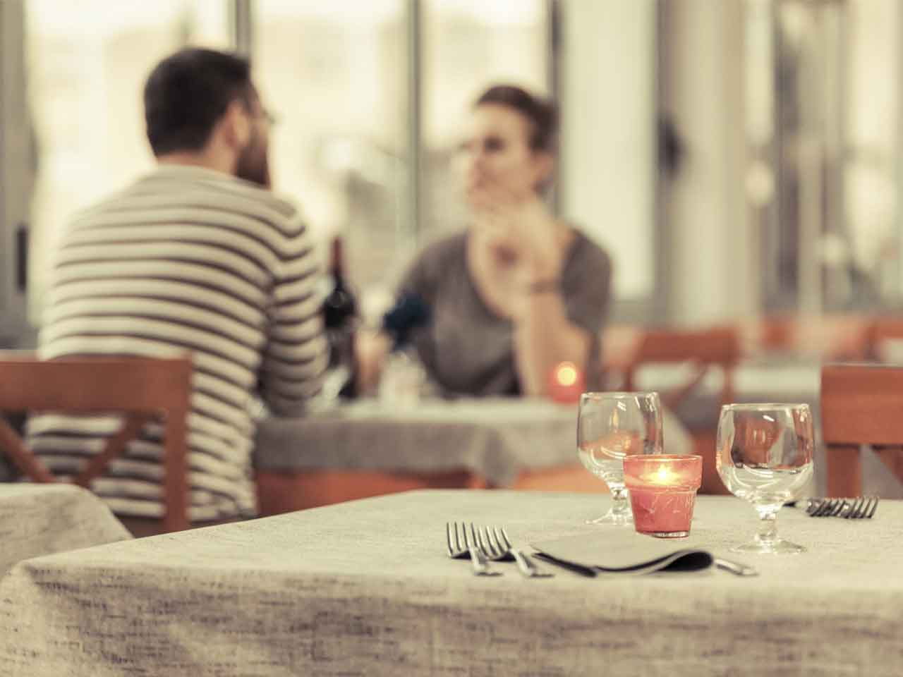 online dating first date protocol 7 ways to stay safe on a first date online dating is so common these days, regular dating is called offline dating but is it safe to meet up with random.