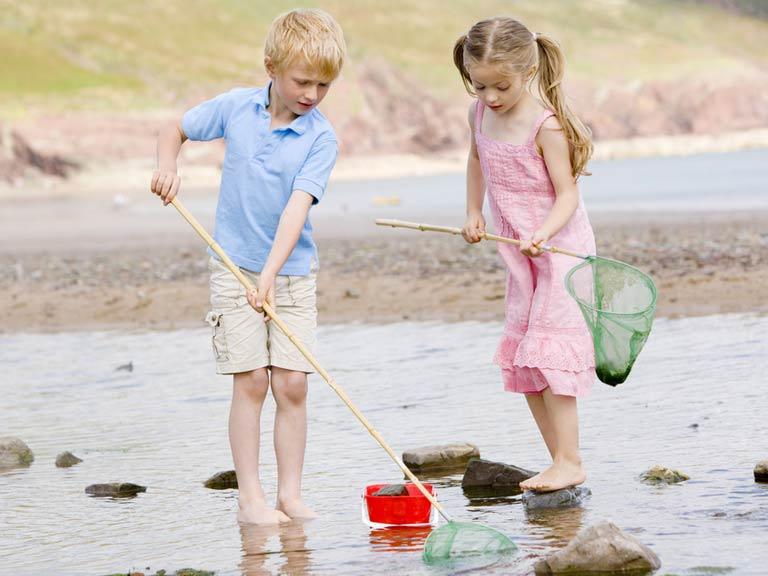 Rockpooling children
