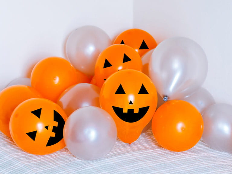 Balloon jack-o'-lanterns