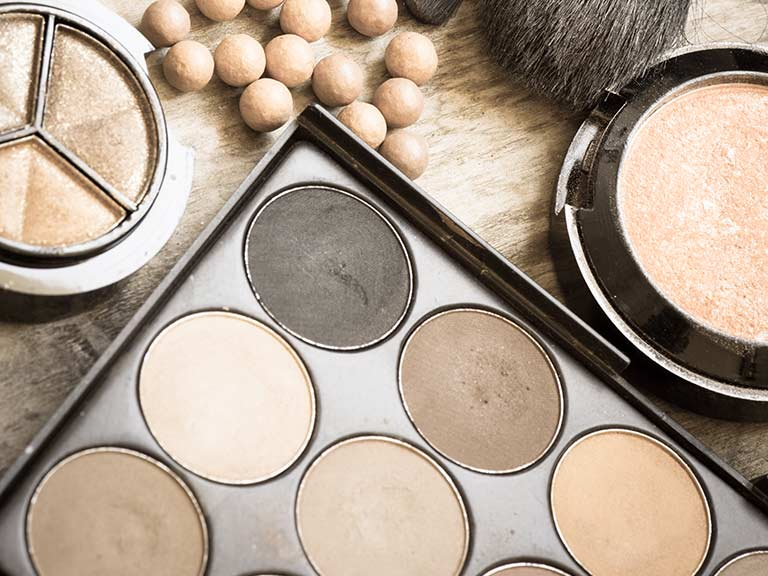 Pressed and pearl bronzing powder