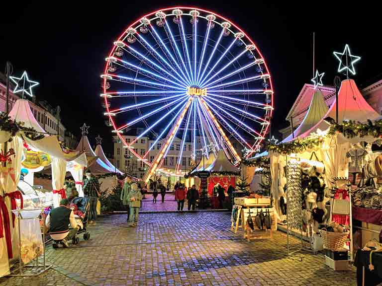 Christmas market with Ferris wheel on the Nytorv square © Mikhail Markovskiy / Shutterstock.com