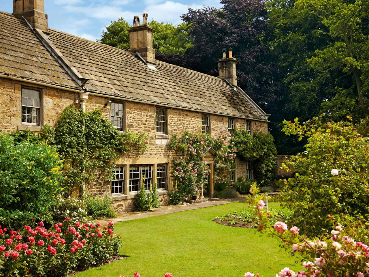 Five Of The Loveliest Cottage Gardens Saga