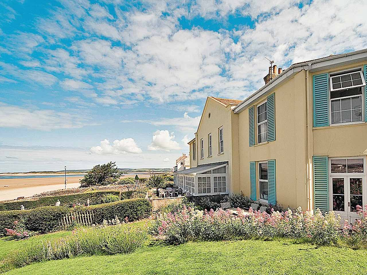 Magnificent The Best Coastal Holiday Cottages In The Uk Saga Interior Design Ideas Gresisoteloinfo